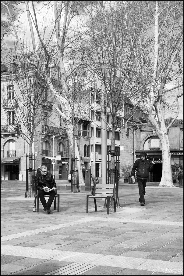 Le lecteur solitaire de la Place Saint-Pierre 20180326195407-0acc104d